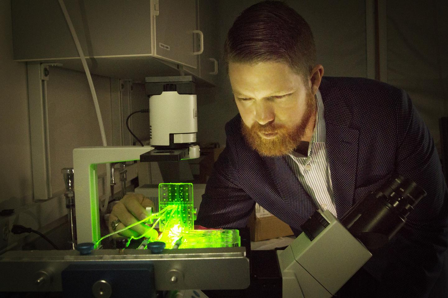 University of Utah biomedical engineering assistant professor Robby Bowles with a customised 3D bioprinter. Photo via Dan Hixson/University of Utah College of Engineering.