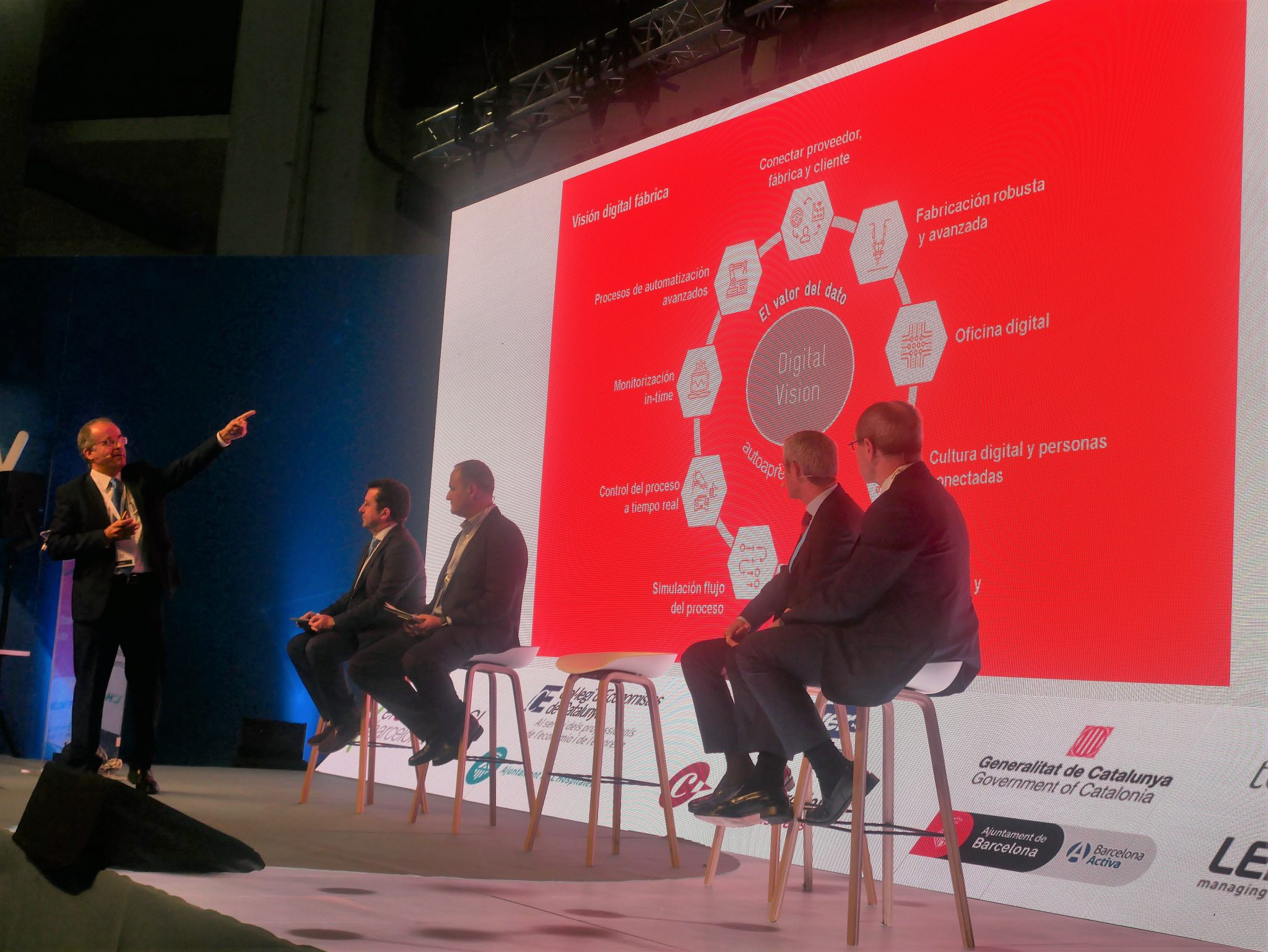 Ramón Paricio Hernández, Production Manager at SEAT, showing the company's digital vision. Photo by Tia Vialva.