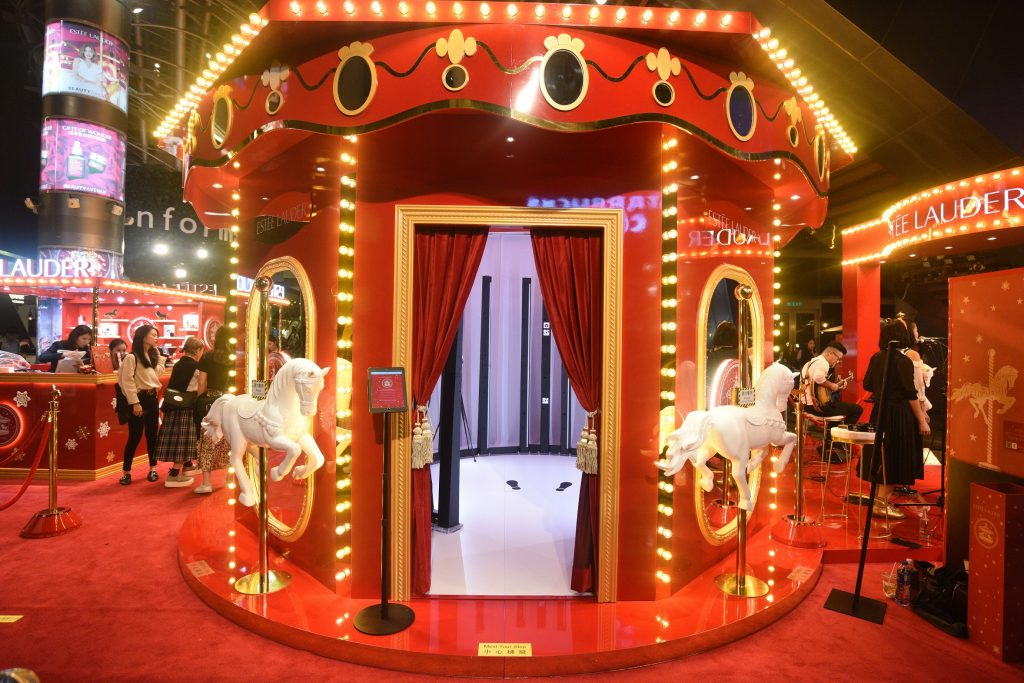 An Estée Wonderland popup counter. Photo via Marketing Interactive
