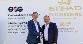 Markus Glasser, Senior Vice President Export Region at EOS (left) shakes hands with Bernhard Randerath, Vice President Design, Engineering and Innovation at Etihad Airways Engineering. Photo via EOS