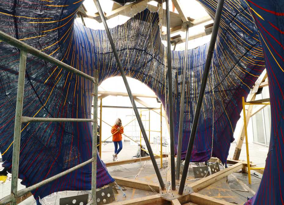 Construction of KnitCandela. Photo via ETH Zurich/Maria Verhulst.