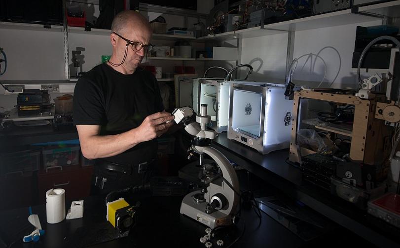 Professor Reynaud developing the Naiad 3D bioprinter. Photo via UCD.