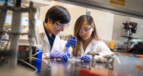 (L-R): Bioengineering graduate student Michael Hu and undergraduate student Xin Yi (Linda) Lei construct a vascularized gut model using their team's new 3D bioprinting technique. Photo via David Baillot/UC San Diego Jacobs School of Engineering.