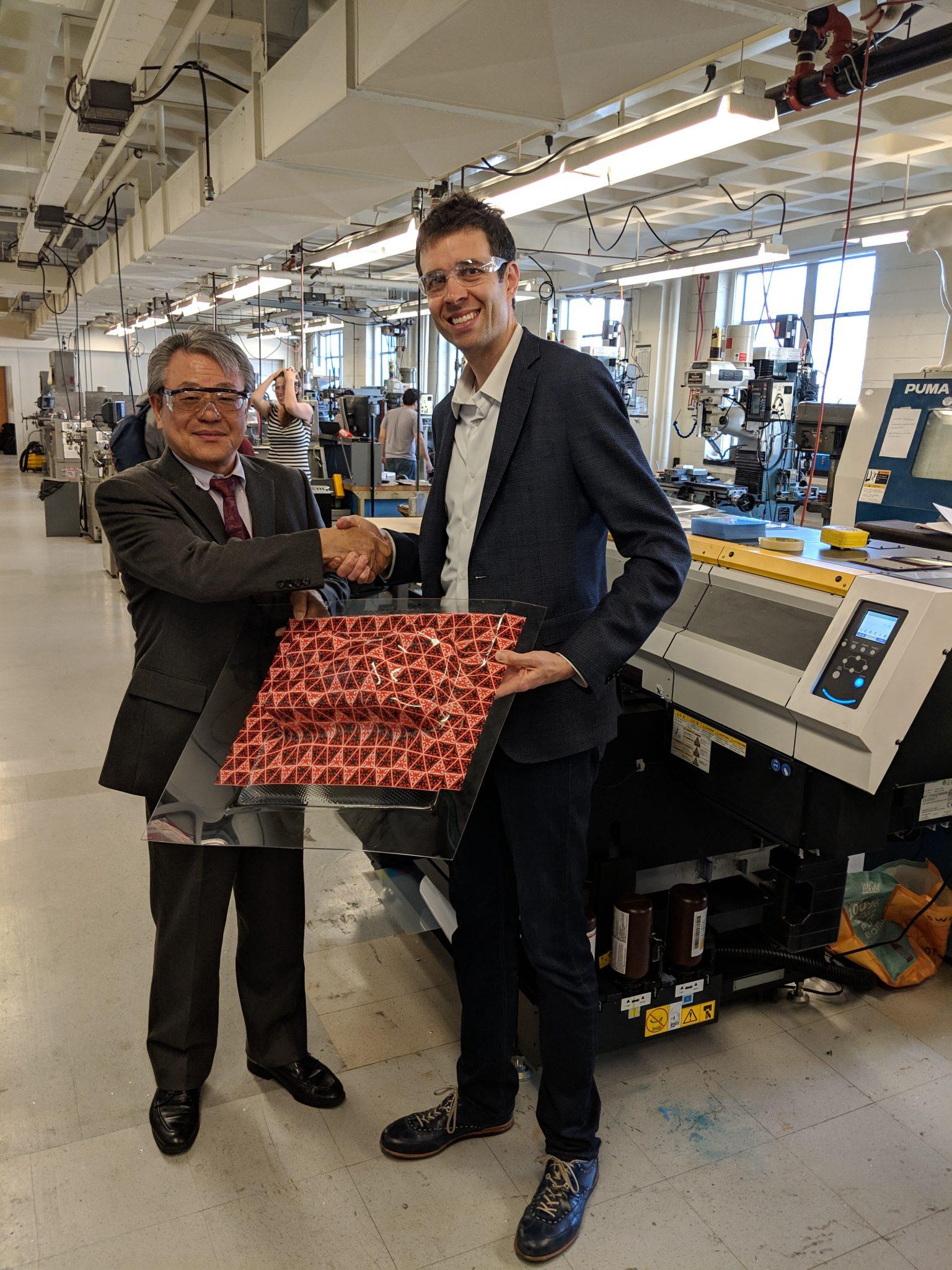 Akira Ikeda, Mimaki Engineering Chairman, and Professor John Hart of MIT. Image via Mimaki