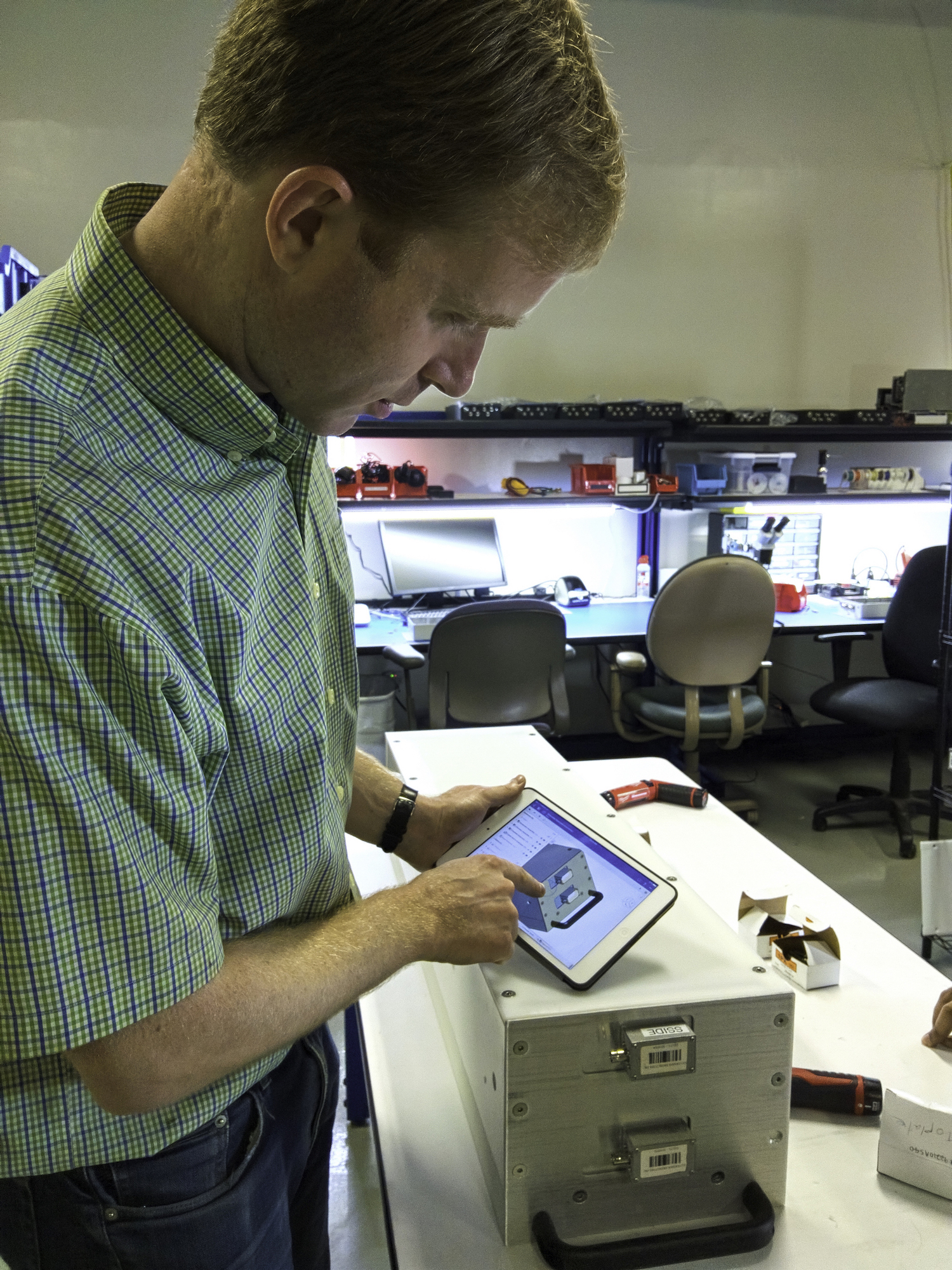 Philip Taber designing the nuclear radiation detector in Onshape. Image via Silverside Detectors