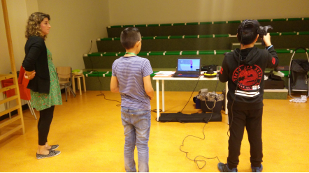 Children at the Sterrenschool de Ruimte, Netherlands, using virtual reality to test 3D objects. Photo via Utrecht University.