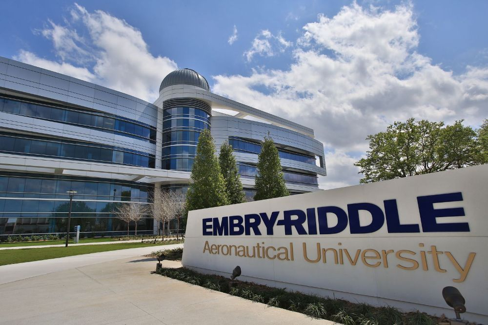 Embry-Riddle Aeronautical University in Arizona. Photo via Glassdoor