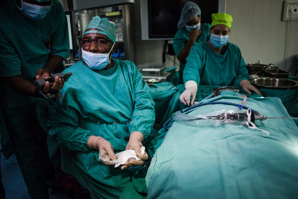 Professor Mashudu Tshifularo in the operating theater at Steve Biko Academic Hospital during the landmark ear surgery. Photo by Jacques Nelles/UP