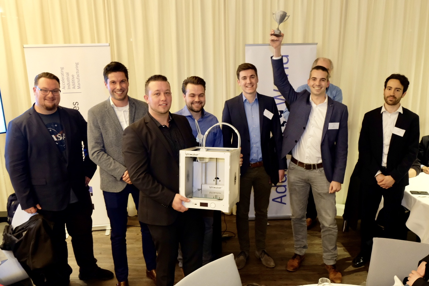 Steven van de Staak, Content Marketing Specialist at Ultimaker, with the winners of 7th edition of the Additive World Conference in Eindhoven, the Netherlands. Photo via Additive Industries.