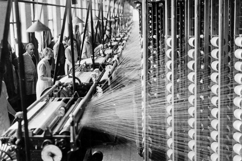 Cotton spinning at Regent Mill, Failsworth, Greater Manchester circa 1935. Image via Manchester Evening News.