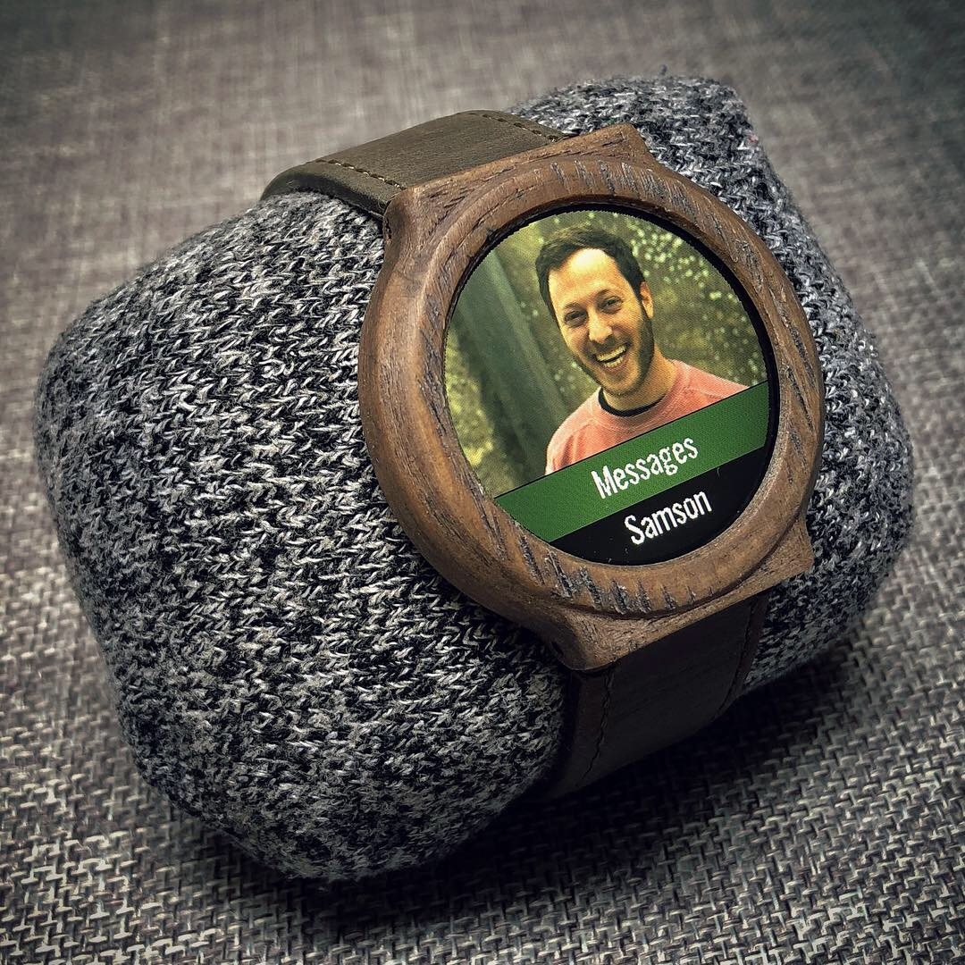 A 3D printed smartwatch made by Samson Leo March. Image via imgur.