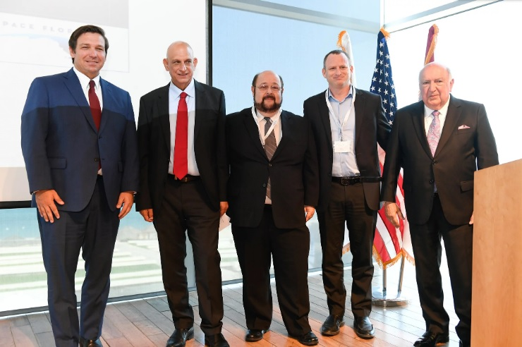 (From left) Ron DeSantis, the Governor of Florida; Aharon Aharon, CEO of the Israel Innovation Authority; Dr. Jaim Nulman, CTO & EVP Products at Nano Dimension. Photo via Nano Dimension.
