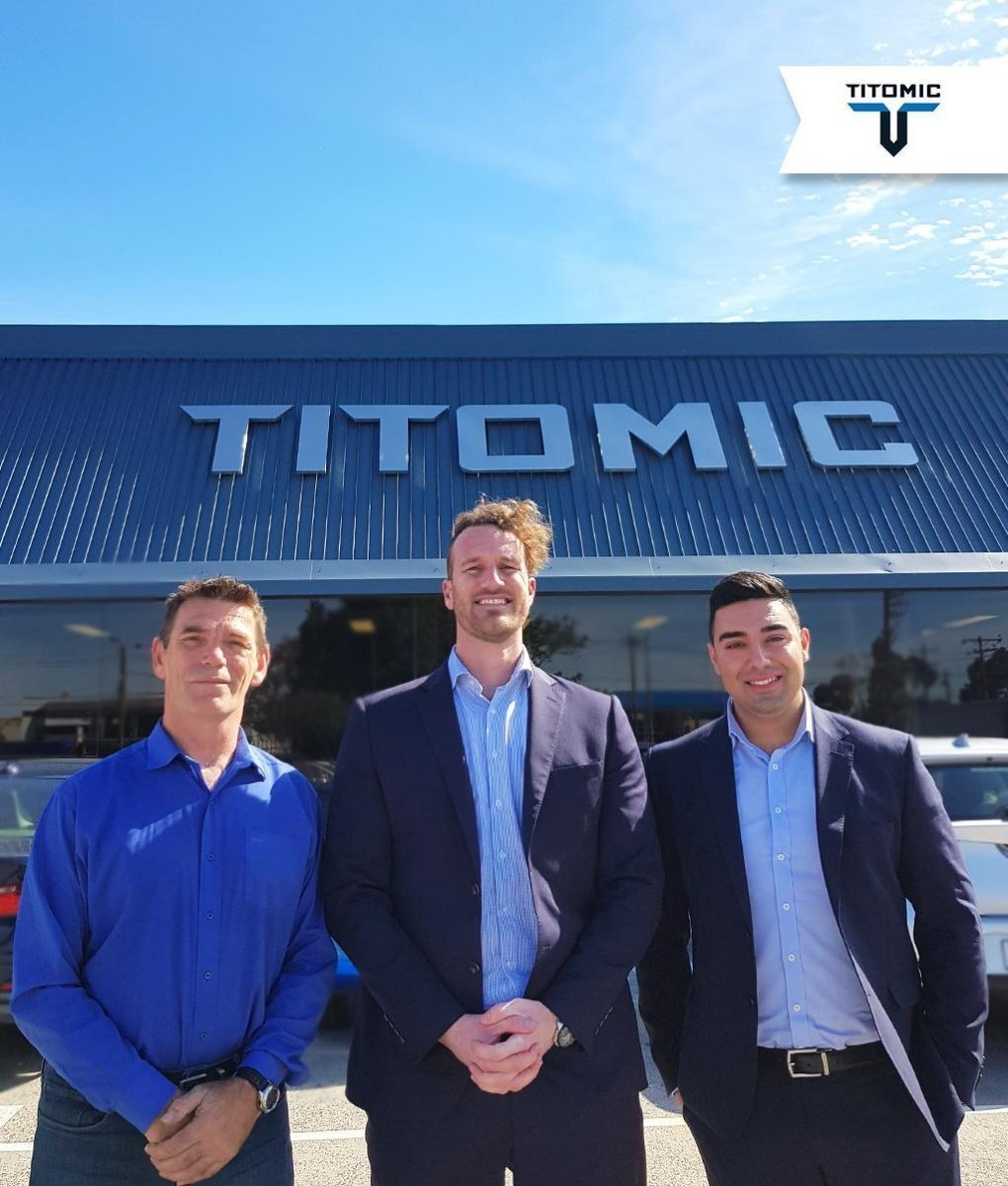 Jeff Lang (left), Nathan Kalisch, Founder of TAUV (centre) with Titomic Sales Manager Elias Baini (right). Image via Titomic.