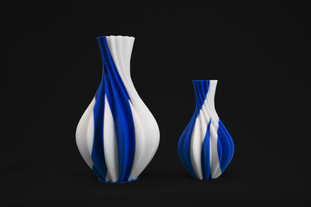 2X 3D printed two tone vases.