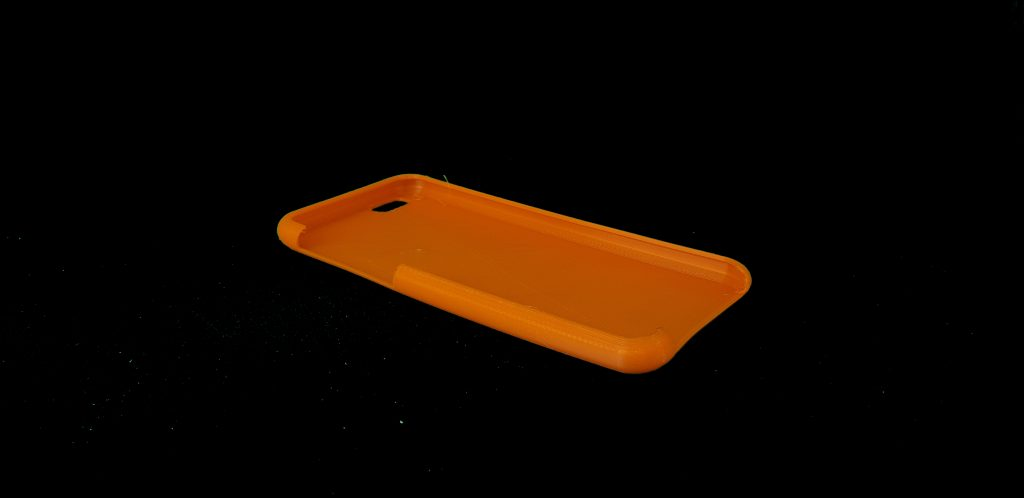 The 3D printed TPU phone case.