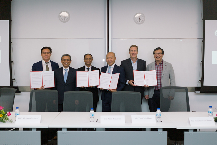 Signing of the MoU between Bralco and GE Additive. Photo via Bralco.