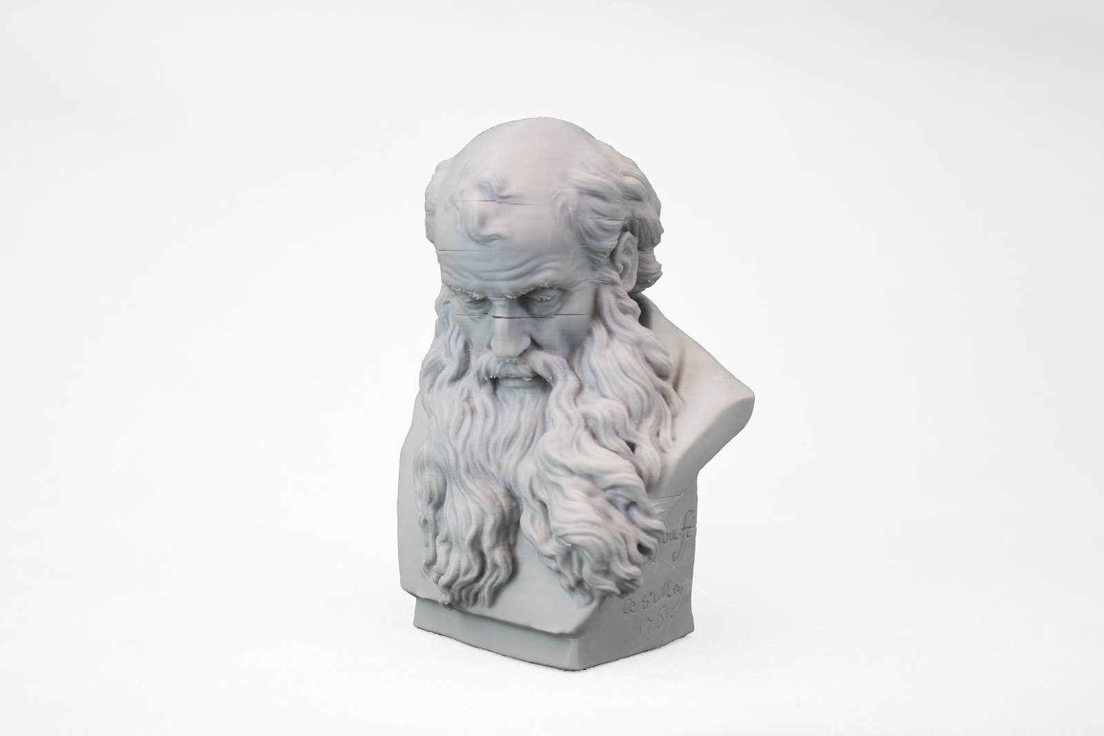 The 3D printed bearded man bust.