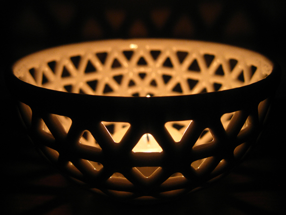 3D printed and hand finished lattice bowl made at the CFPR. Photo via the Centre for Fine Print Research