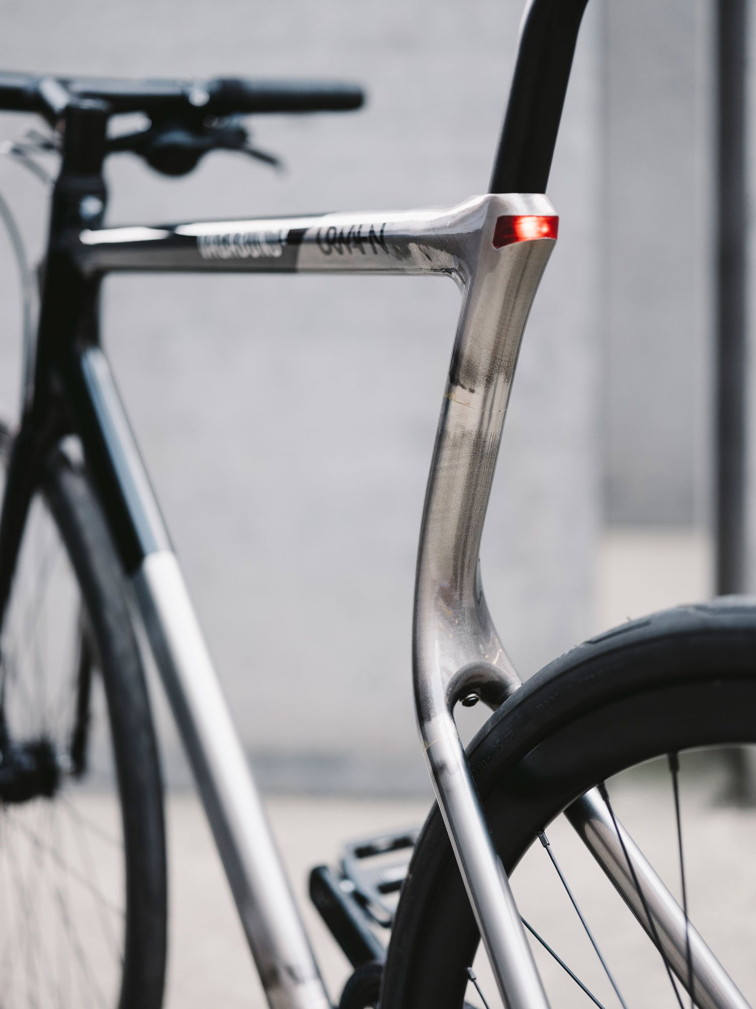 The Urwahn x Vagabund 3D printed bike frame. Photo via Urwahn/Vagabund Moto.