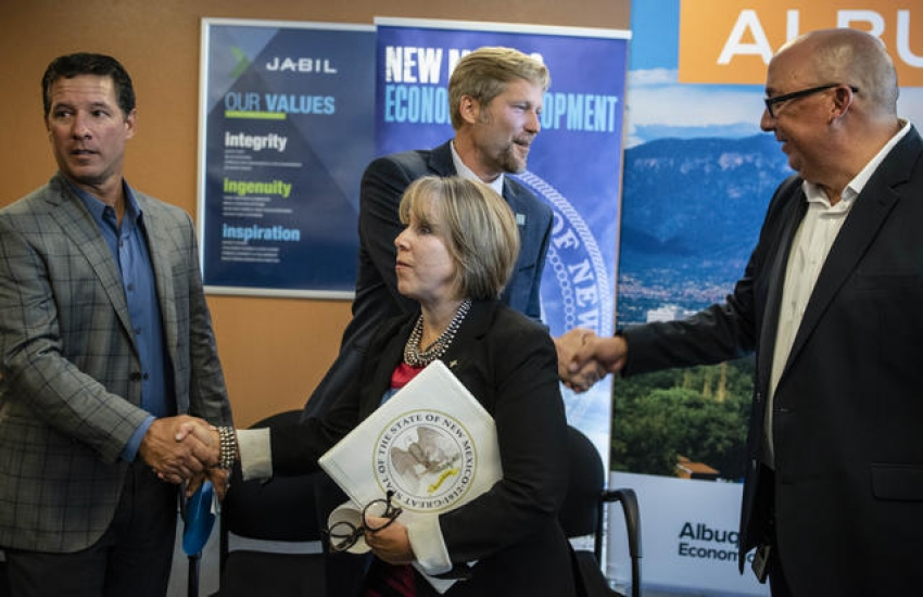 From left to right: Jabil CEO and VP Steve Borges, Gov. Michelle Lujan Grisham, Albuquerque Mayor Tim Keller, (background), and John Silva, General Manager of the Albuquerque Facility. Photo by Roberto E. Rosales/Albuquerque Journal