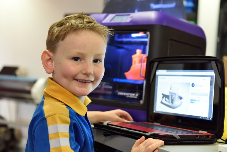 Student using 3D printer at the LISC. Photo via Long Island Science Center.
