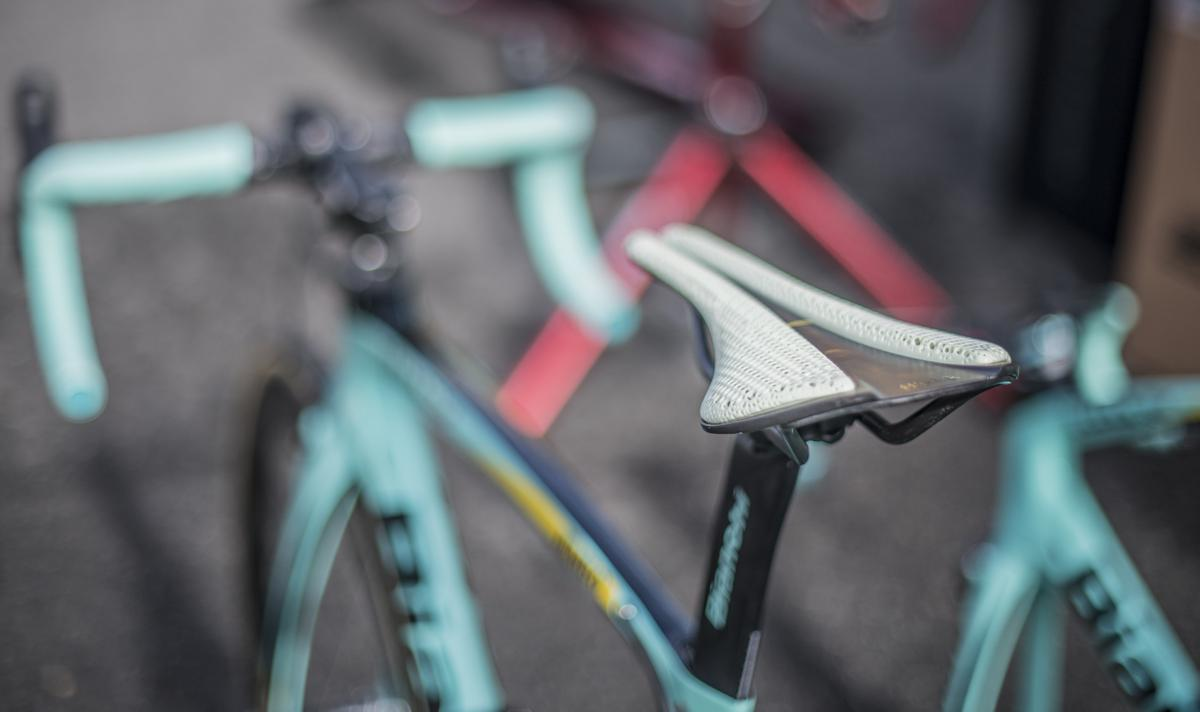 fizik and Carbon's 3D printed bike saddle attached to a cycle. Photo via Carbon.