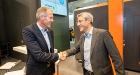Stephan Rösler, CEO of the Rösler Group shaking hands with Ramon Pastor, Interim Head of HP 3D Printing & Digital Manufacturing, at Formnext. Photo via Rösler Group.