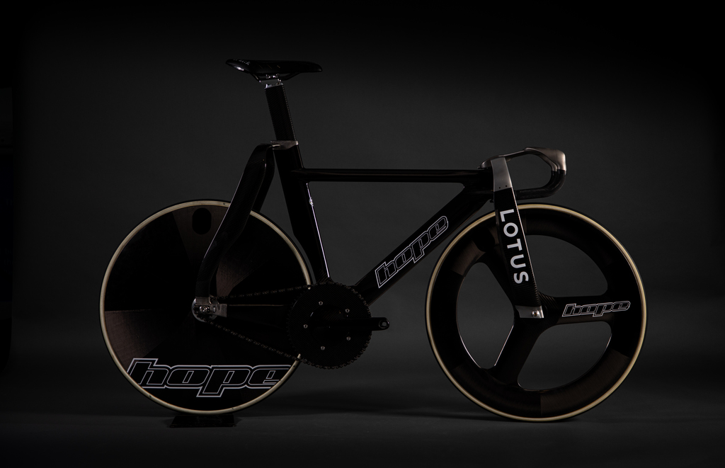 The new Hope Lotus track bike for British Cycling. Photo via Hope/Lotus British Cycling.
