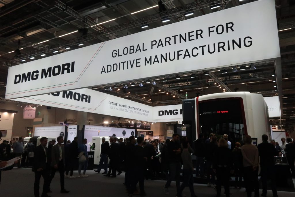 The DMG MORI LASERTEC 125 3D hybrid system attracts a crowd at Formnext 2019. Photo by Beau Jackson