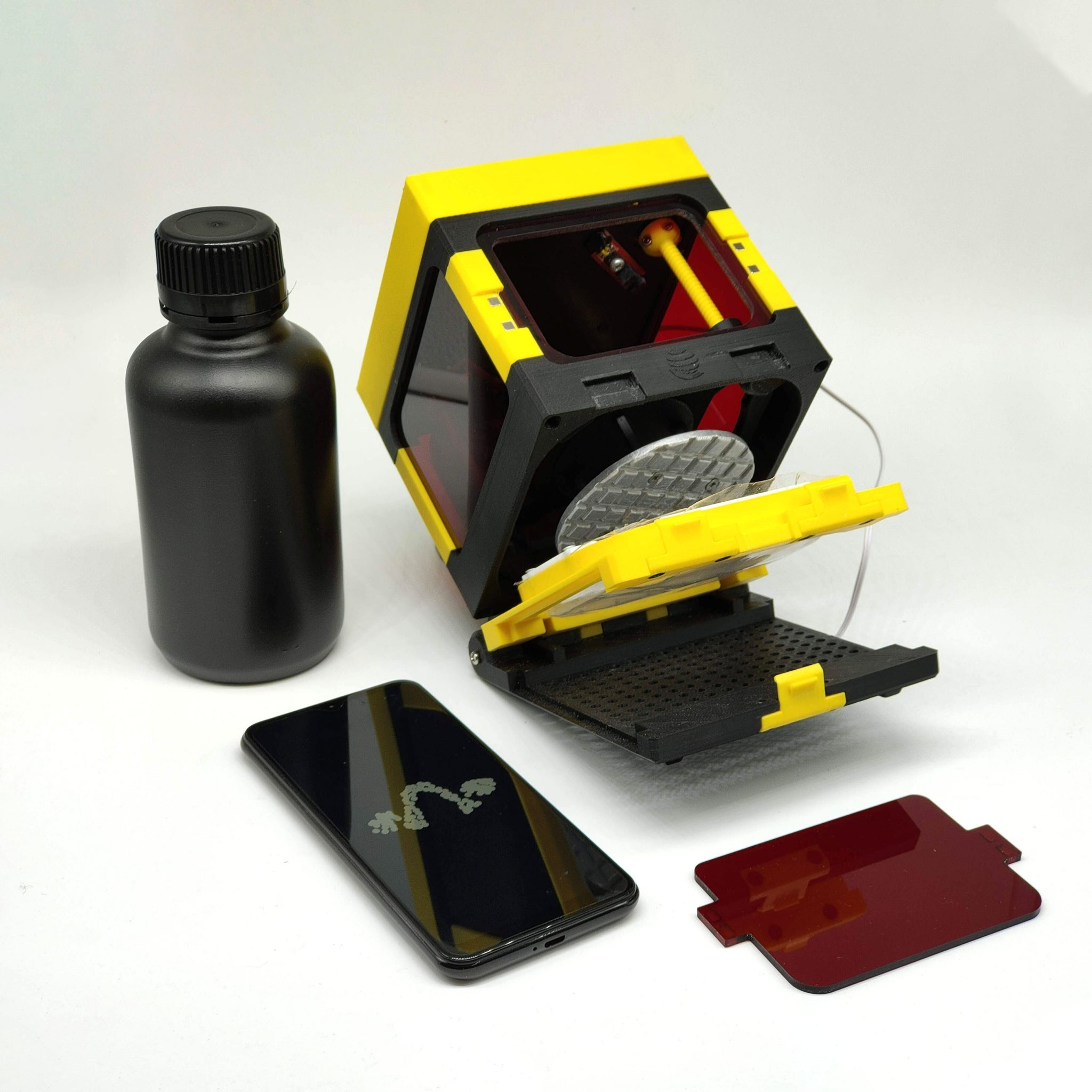 The LumiBee 3D printer. Photo via Lumi Industries.