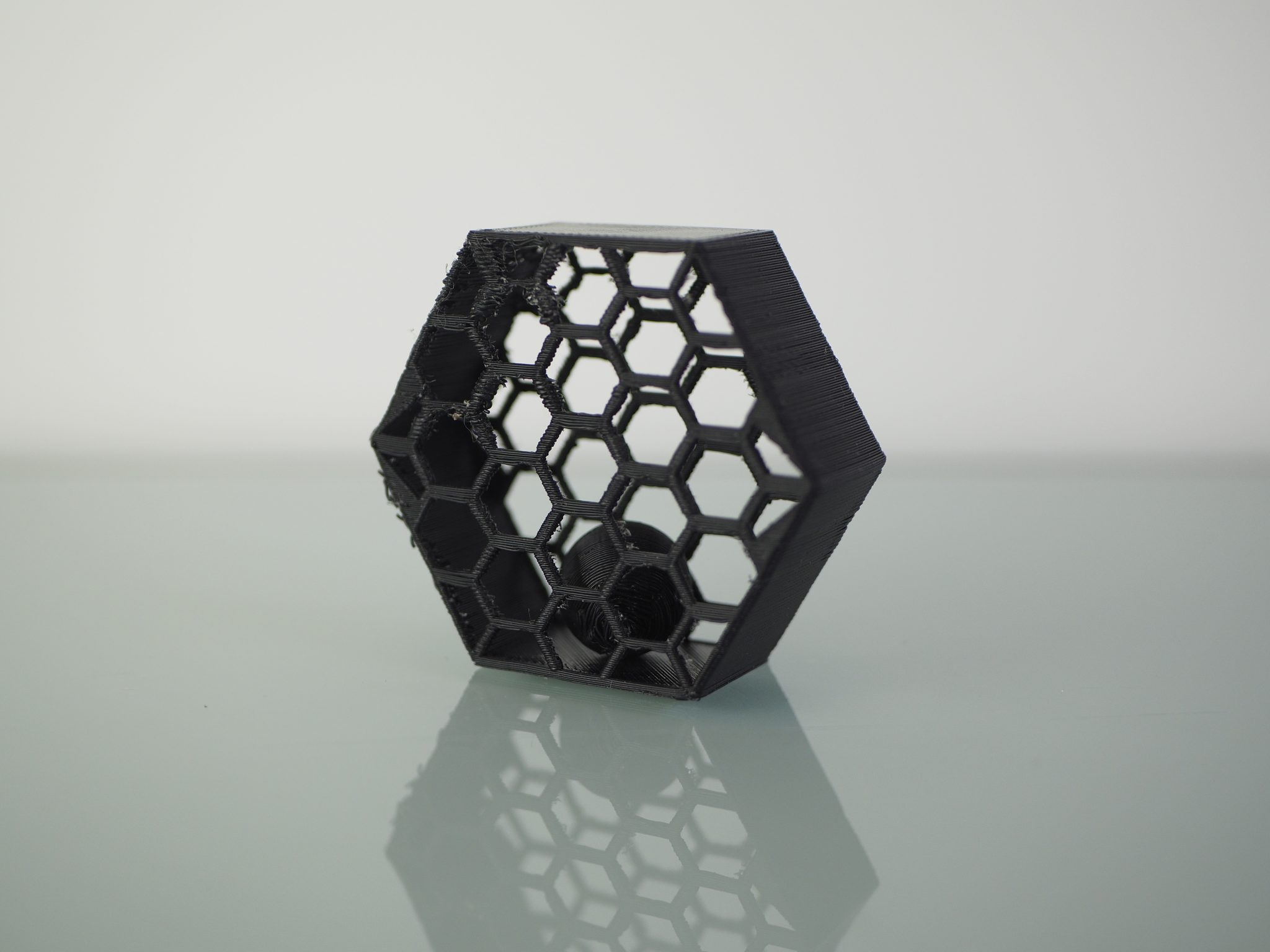 Dual extrusion 'ball in a cage' test. Photo by 3D Printing Industry.