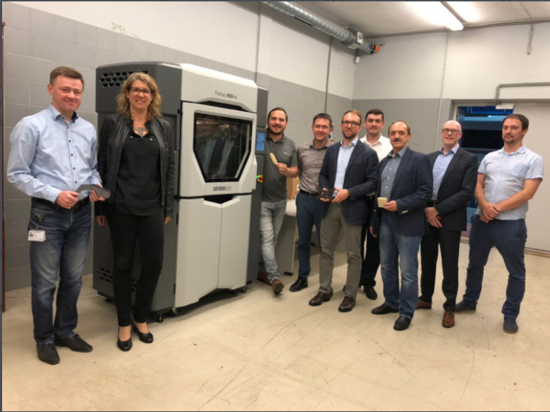 The Stratasys Fortus 450mc at the Siemens Mobility Depot in Russia, together with the team from Siemens Mobility and Stratasys. Photo via Stratasys.