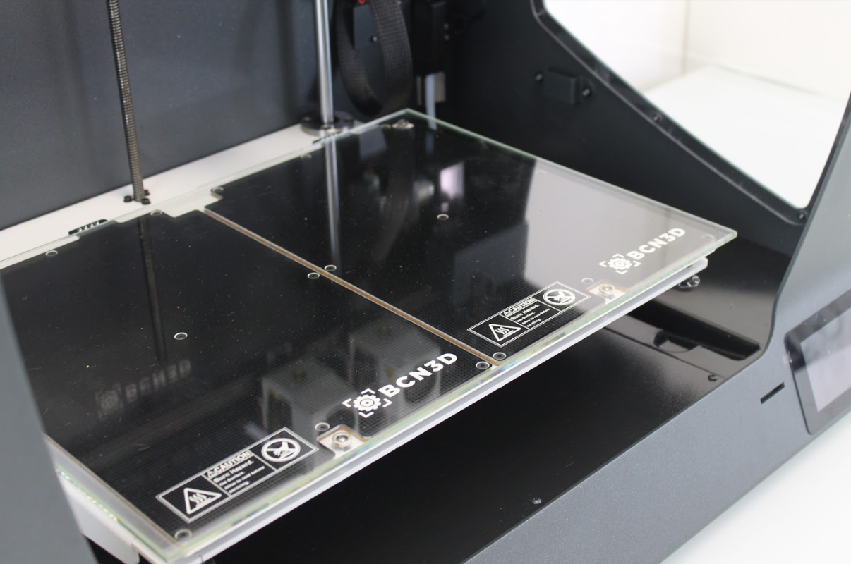 The large print bed of the Sigmax R19. Photo by 3D Printing Industry.