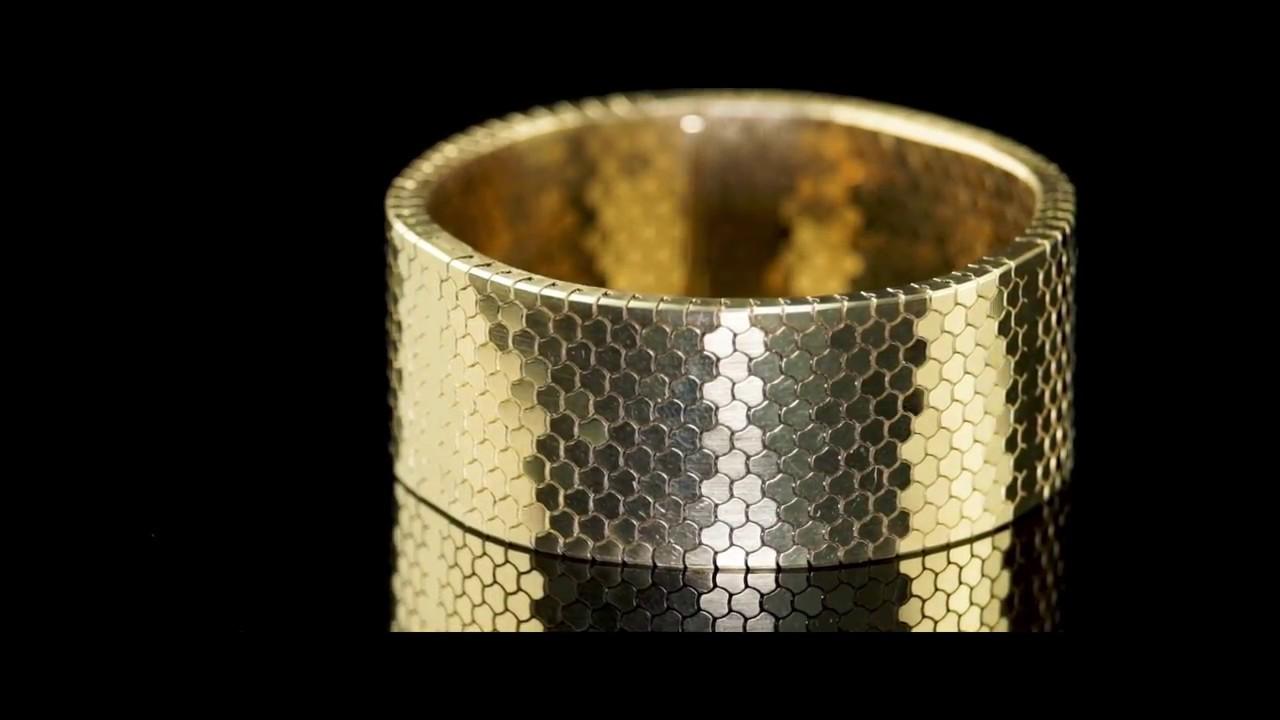 18 carat gold bracelet 3D printed on an EOS M 080. Photo via Cooksongold.
