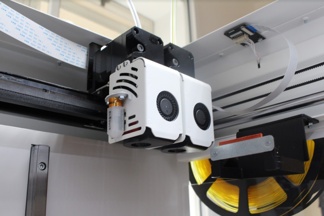 The printer's IDEX assembly. Photo by 3D Printing Industry.