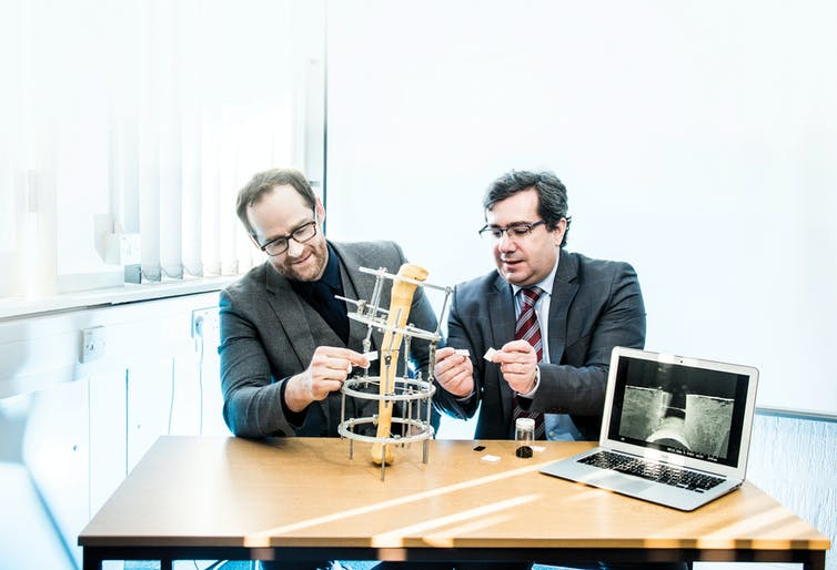 Andrew Weightman and Paulo Bartolo in the lab. Photo via University of Manchester.