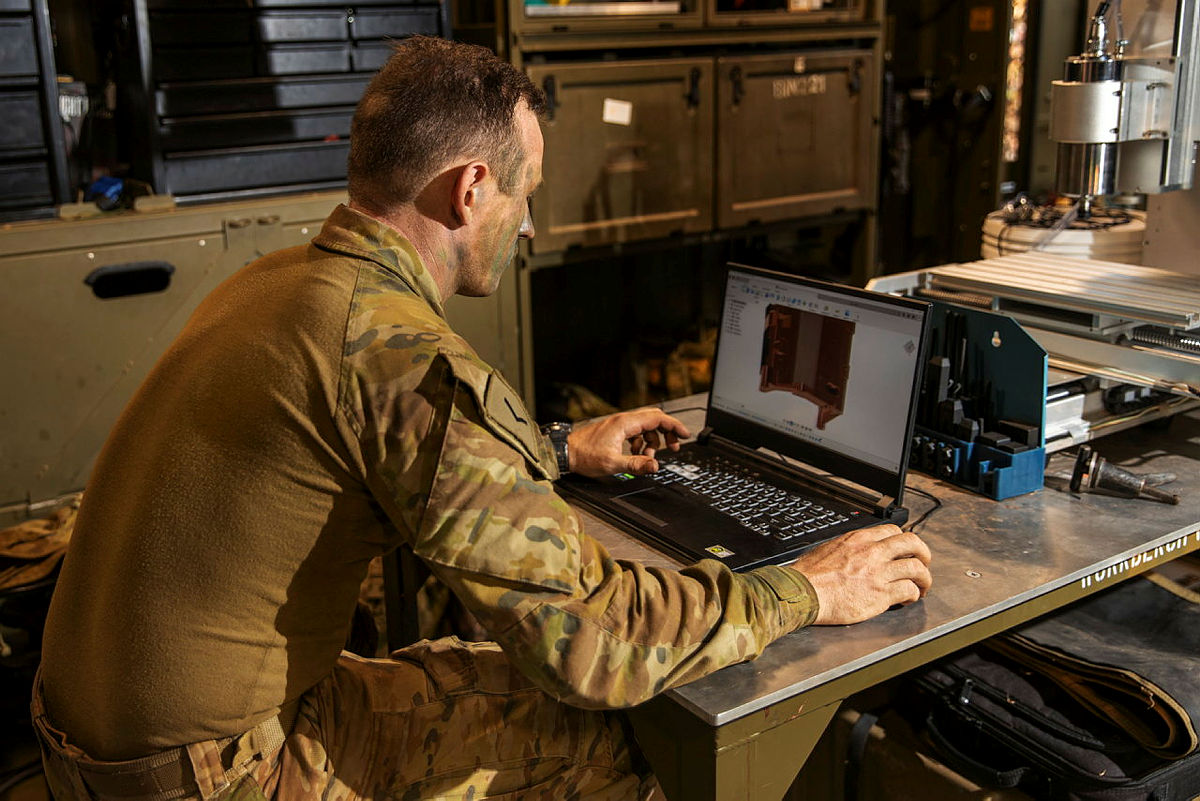 Prior to the Australian Army's two field tests, 20 soldiers were given training by CDU on programming and operating the printer. Photo via the Australian Army.