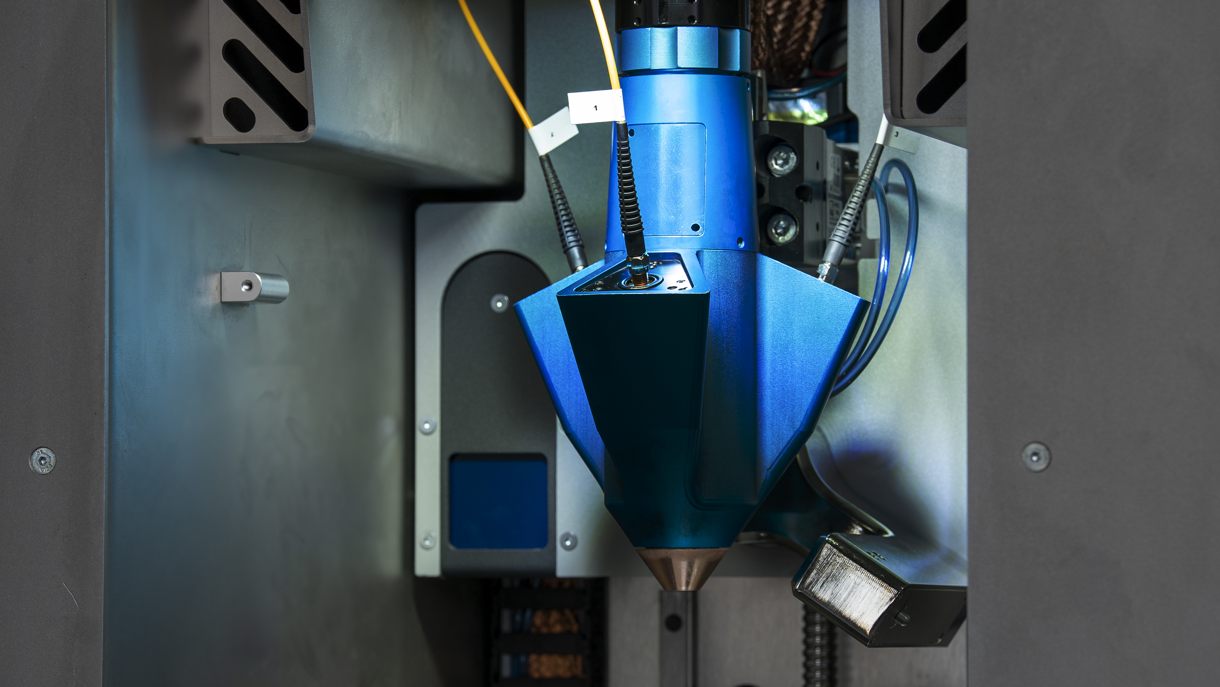 Meltio's patented laser head leverages the advantages of both wire DED and powder DED inside a single machine. Image via Meltio.