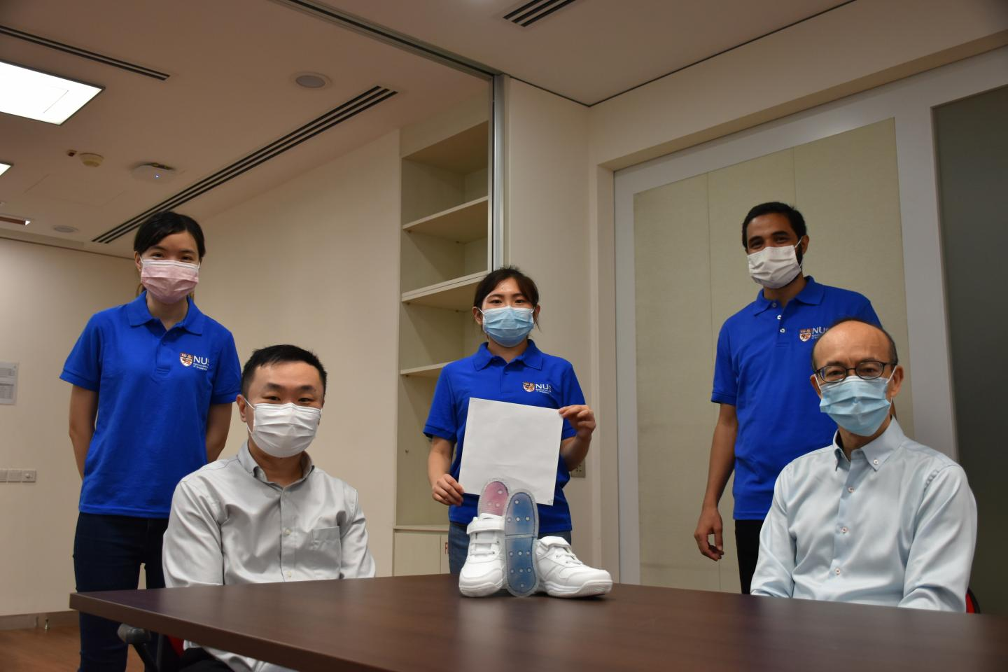 An NUS research team led by Assistant Professor Tan Swee Ching (seated, left) and Professor Ding Jun (seated right) has developed a novel film that is extremely effective in evaporating sweat from skin. Image via NUS.