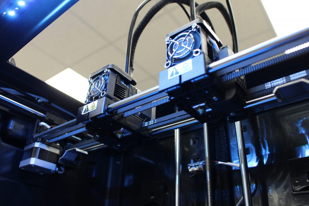The Creator Max 2's new IDEX system. Photo by 3D Printing Industry.