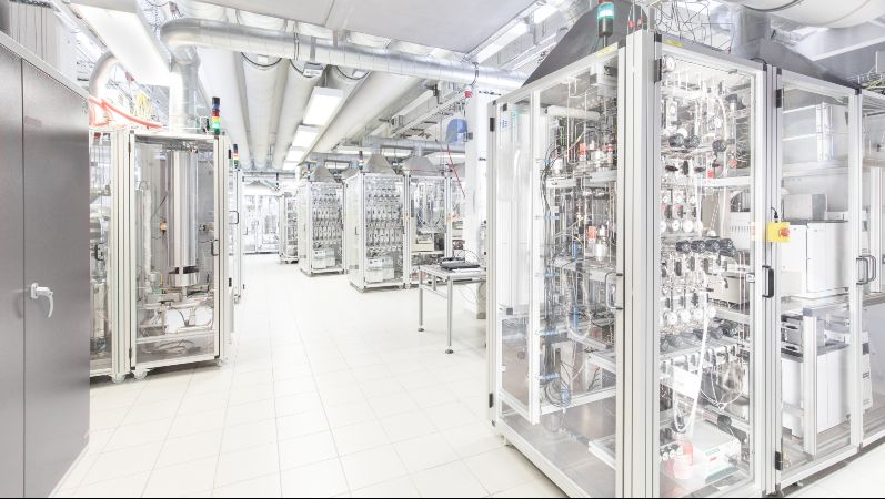 The innovative membrane reactors are tested in hte's laboratories. Photo via hte GmbH.