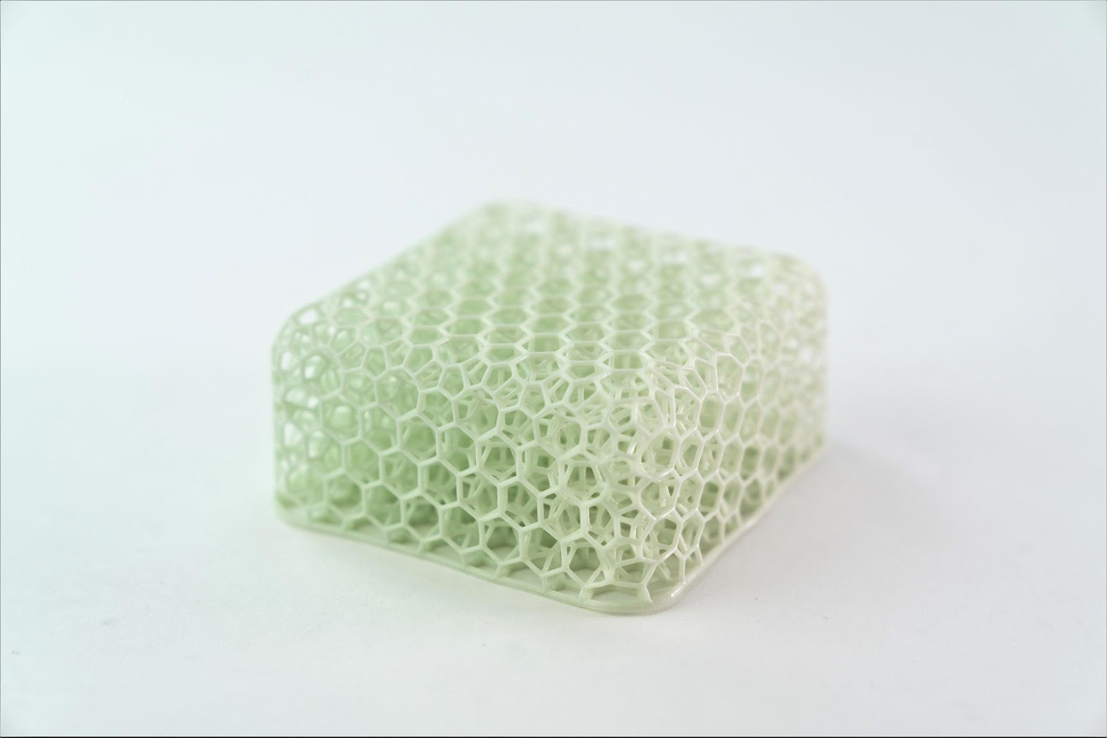 An elastomeric lattice puck, designed with the Carbon Design Engine™ and printed with Carbon EPU 41 resin.