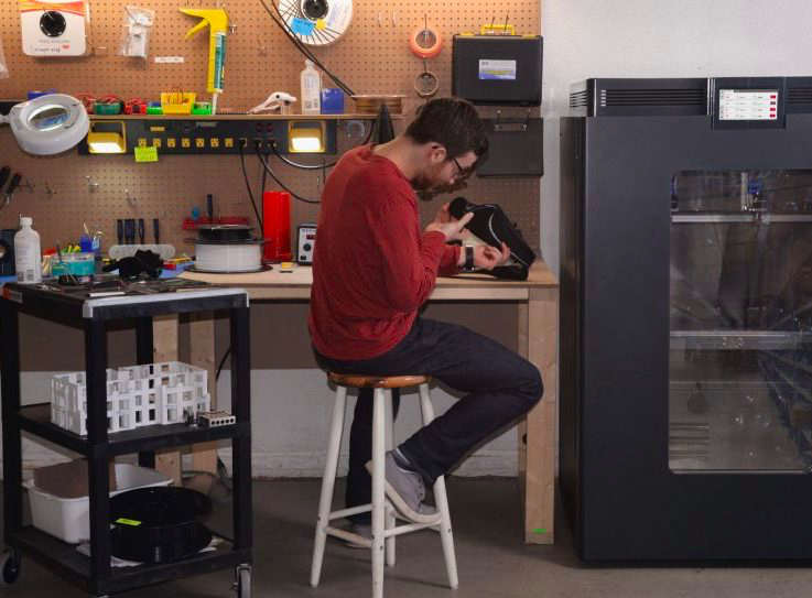 The AON-M2 3D printer in the workshop. Photo via AON3D.