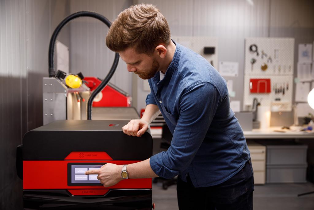 SLS 3D printing with the Lisa. Photo via Sinterit.