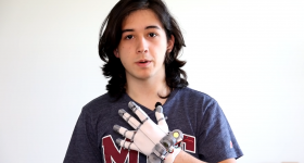Lucas and his 3D printed VR glove. Photo via Lucas VRTech.