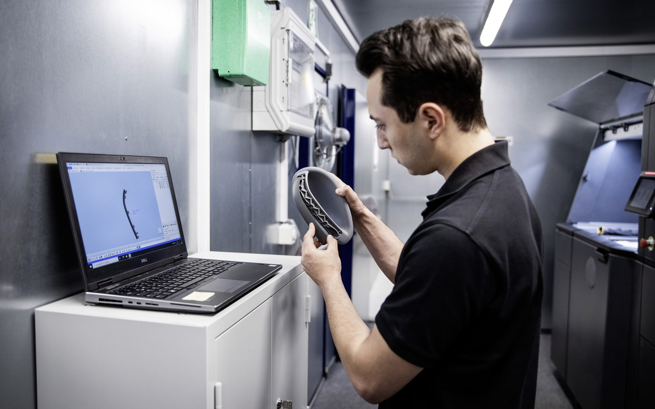Using 3D printing Daimler Buses can react fast and flexibly to urgent customer requirements, for example when customers order rarely required parts or have special requests. Photo via Daimler.