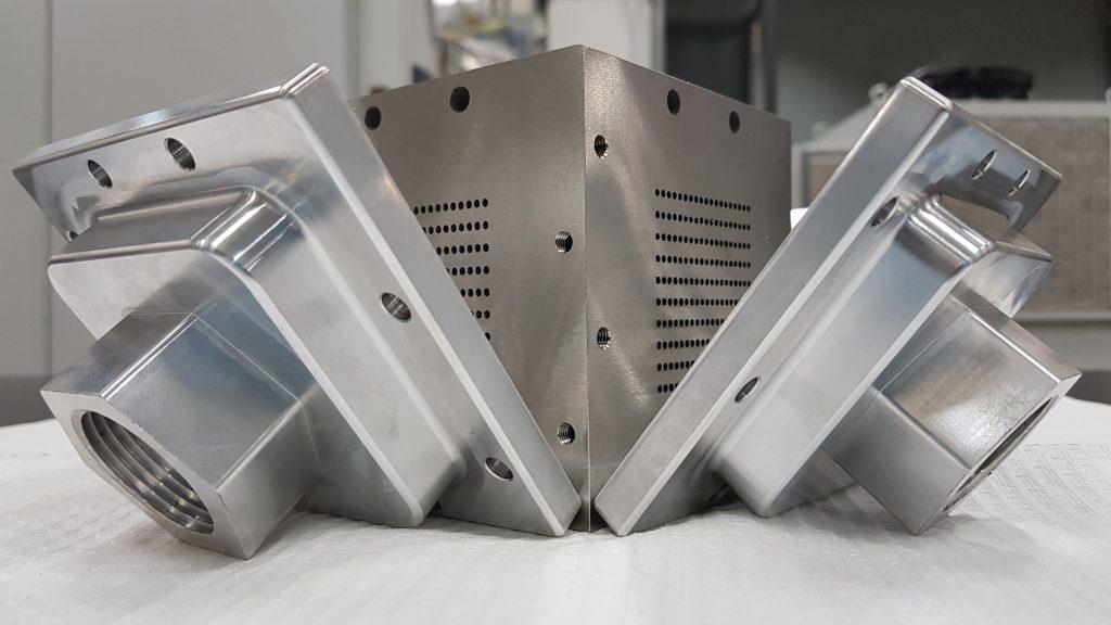 A compact stainless steel 316L heat exchanger previously 3D printed by SENAI. Photo via SENAI.