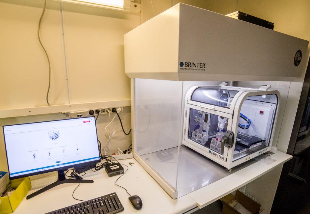 Brinter's 3D bioprinter installed at the University of Oulu. Photo via Brinter.