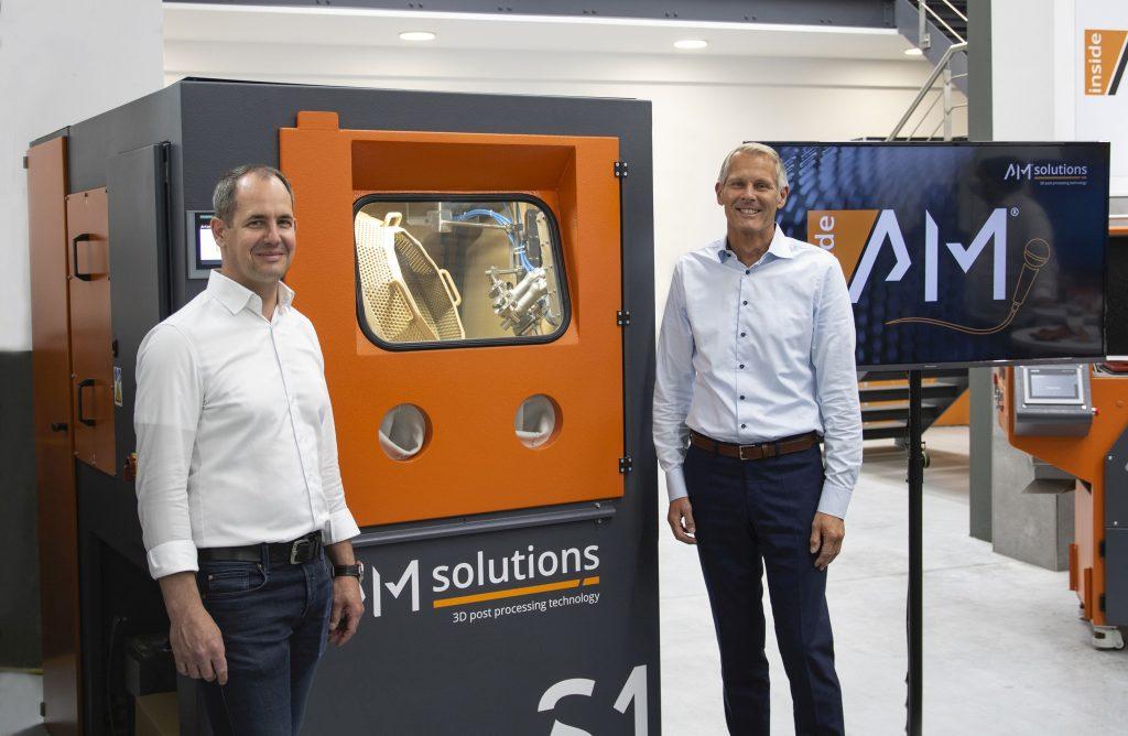 Christoph Hansen, Director of Technology & Innovation of Sauber Engineering, with Stephan Rösler, President & CEO of the Rösler Oberflächentechnik GmbH. Photo via Rösler Group.