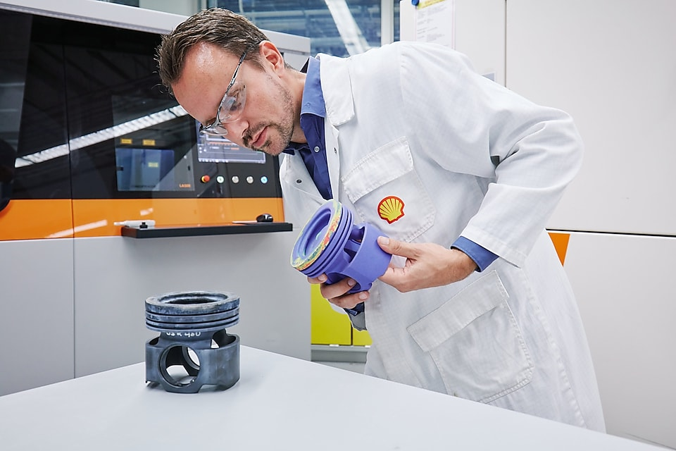 The 3D printing lab at the Shell Technology Centre Amsterdam (STCA). Photo via Shell.